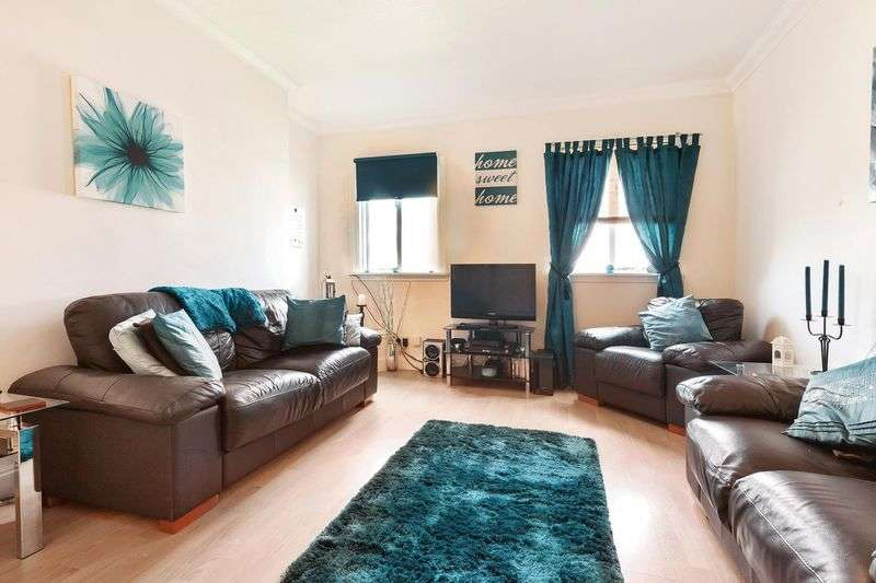 3 Bedrooms Flat for sale in Gorrie Street, Dunfermline Three Bedroom Upper Flat