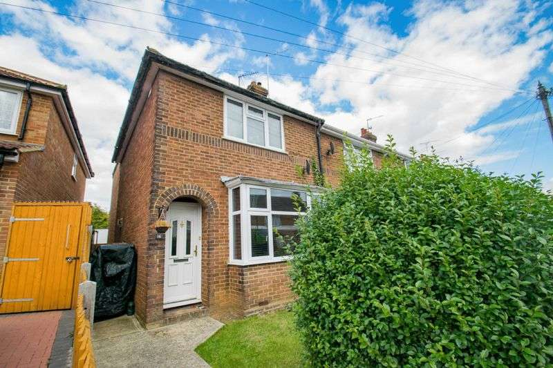 3 Bedrooms Terraced House for sale in Hazelwood Close, Luton