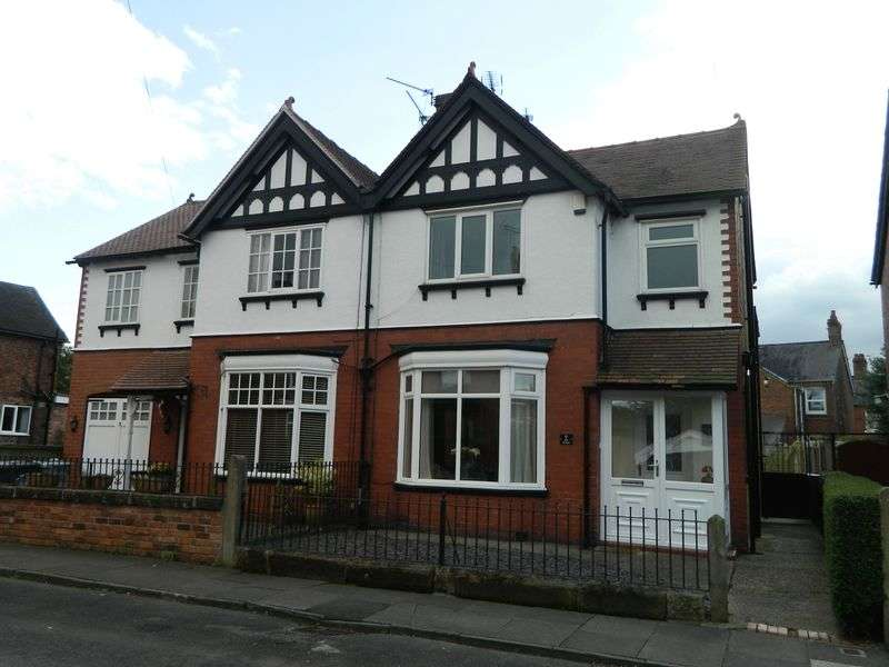 3 Bedrooms Semi Detached House for sale in The Avenue, Sandbach