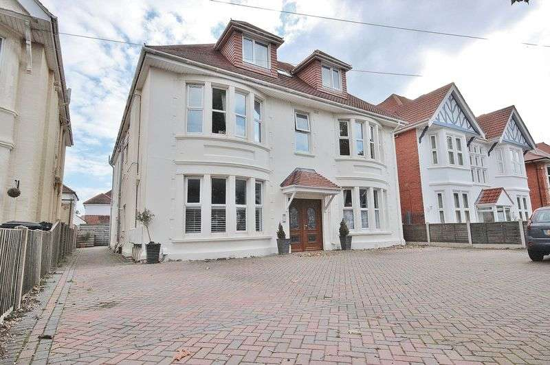 2 Bedrooms Flat for sale in Grand Avenue, Southbourne, Bournemouth