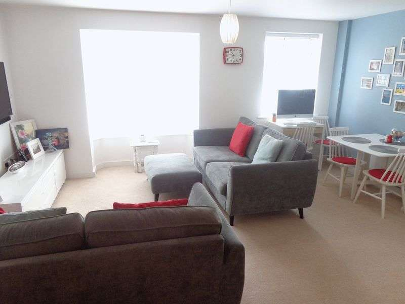 2 Bedrooms Flat for sale in Wordsworth Road, Worthing