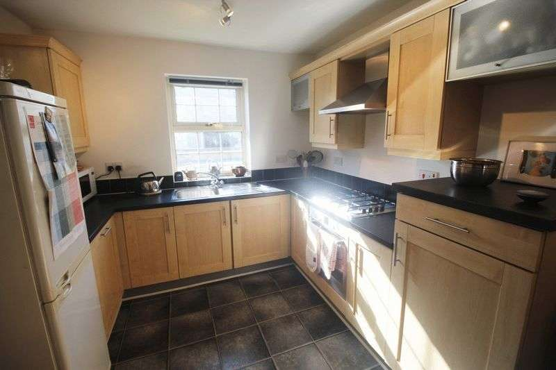 3 Bedrooms Semi Detached House for sale in Robin Hood Road, Huddersfield