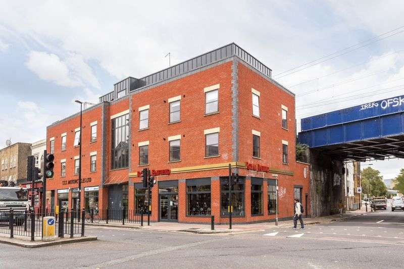 2 Bedrooms Flat for sale in Cambridge Heath Road, London