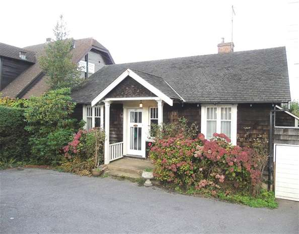 2 Bedrooms Detached Bungalow for sale in Elstree Road, Bushey