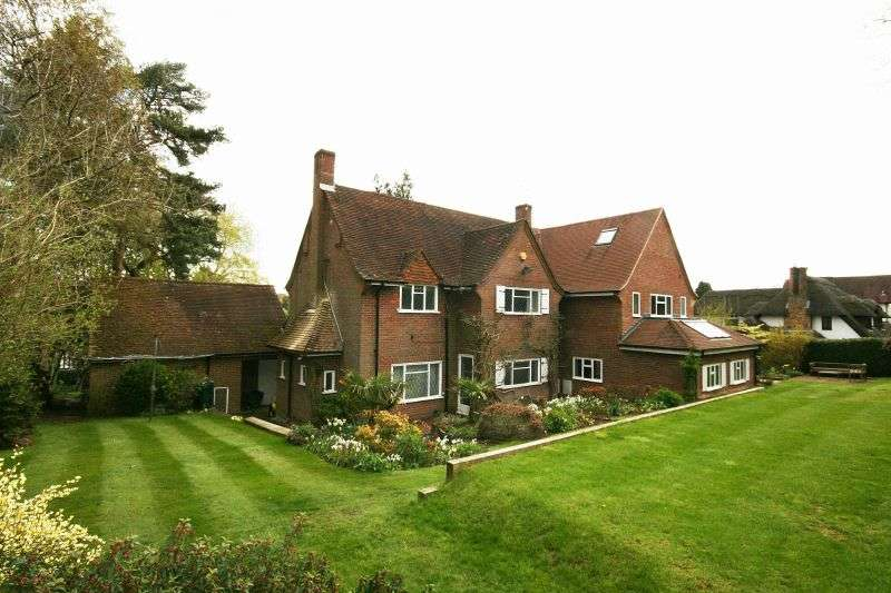 4 Bedrooms Detached House for sale in Troutstream Way, Rickmansworth