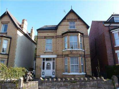 2 Bedrooms Flat for sale in Abergele Road, Colwyn Bay, Conwy, LL29