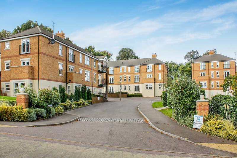 2 Bedrooms Apartment Flat for sale in Adrian Close, Boxmoor