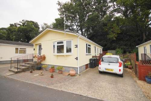 2 Bedrooms Detached House for sale in a Dewlands Park, Verwood