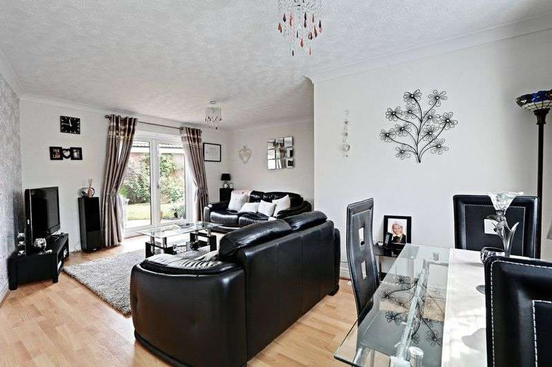 3 Bedrooms Semi Detached House for sale in Eildon Hills Close, Hull