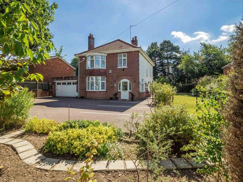 4 Bedrooms Detached House for sale in Wroxham Road, Sprowston, Norwich