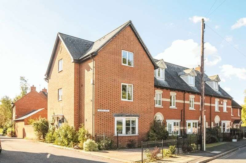 4 Bedrooms Semi Detached House for sale in 1 Weaver Row, Wantage