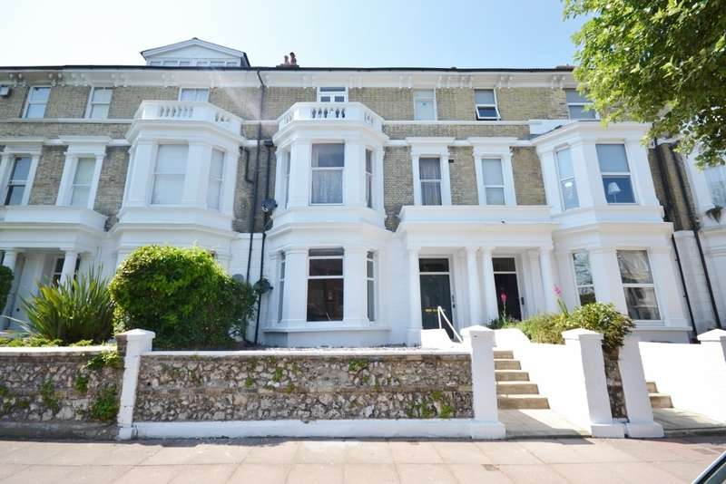 2 Bedrooms Flat for sale in Enys Road, Eastbourne, BN21