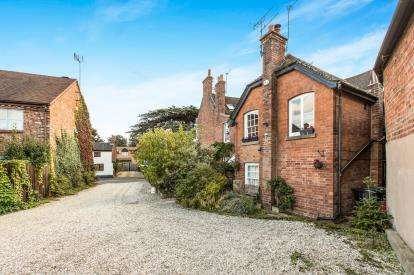2 Bedrooms Maisonette Flat for sale in Cedar House, Bridge Street, Barford, Warwick