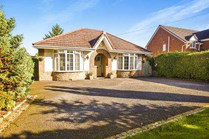 3 Bedrooms Bungalow for sale in Moss Lane, Whittle-Le-Woods, Chorley, Lancashire