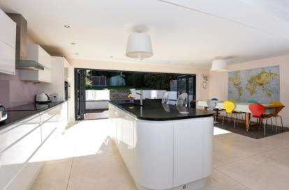 4 Bedrooms Detached House for sale in Blackacre Road, Theydon Bois, Epping, Essex