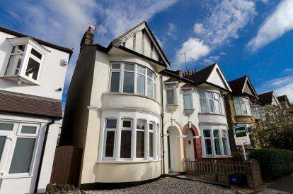 1 Bedroom Flat for sale in Leigh-On-Sea, Essex, United Kingdom