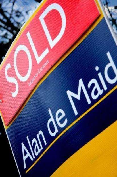 2 Bedrooms Flat for sale in Bishops Green, Upper Park Road, Bromley