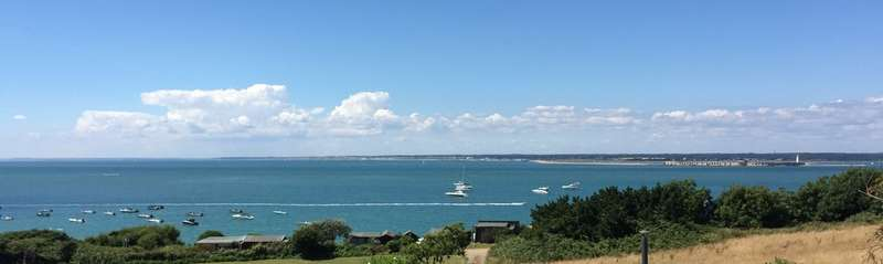 3 Bedrooms Detached House for sale in Colwell Bay, Isle of Wight