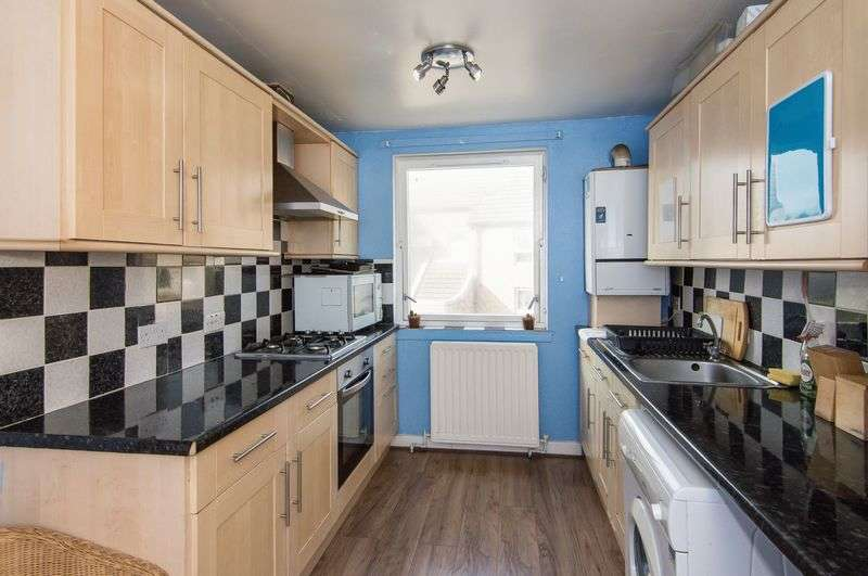 3 Bedrooms Flat for sale in 11/6 Bangor Road, Leith, Edinburgh, EH6 5JY