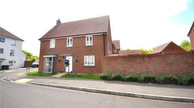 4 Bedrooms Detached House for sale in Englefield Way, Basingstoke, Hampshire