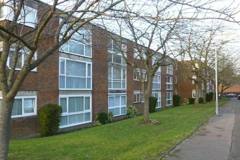 2 Bedrooms Flat for sale in Dormans Close, Northwood