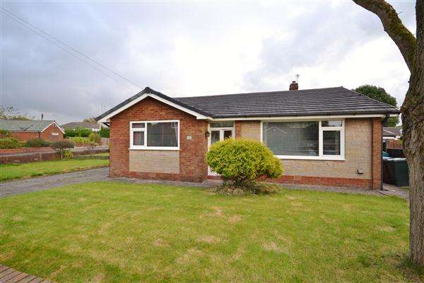 3 Bedrooms Bungalow for sale in The Asshawes, Heath Charnock, Chorley