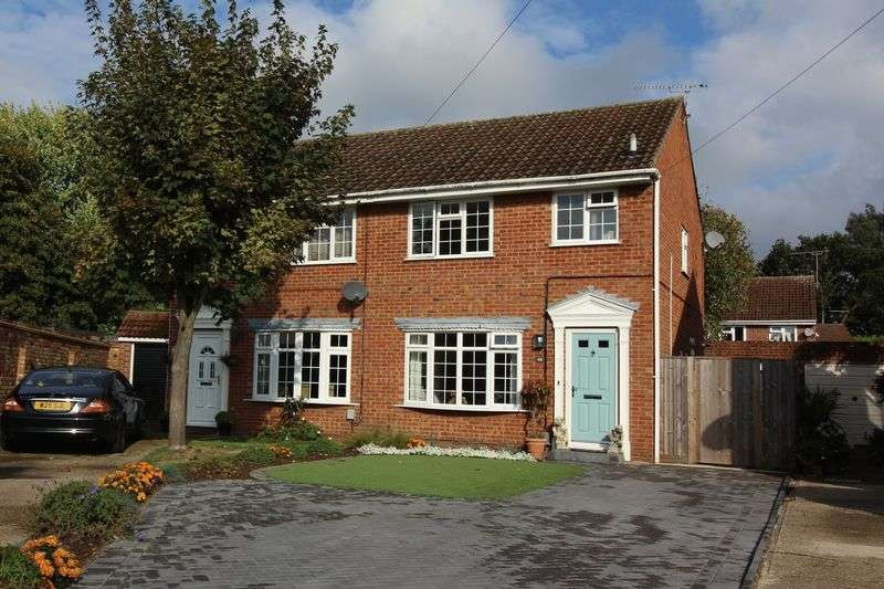3 Bedrooms Semi Detached House for sale in The Hatches, Frimley Green