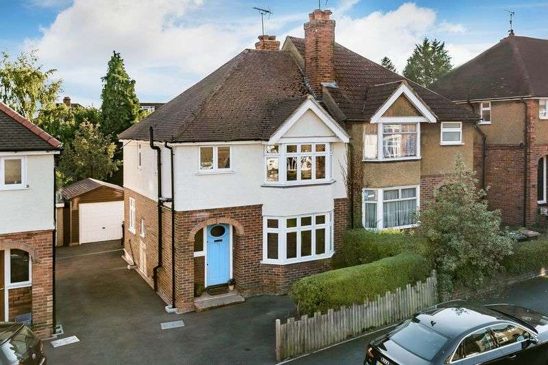 3 Bedrooms Semi Detached House for sale in Surrey, GU2
