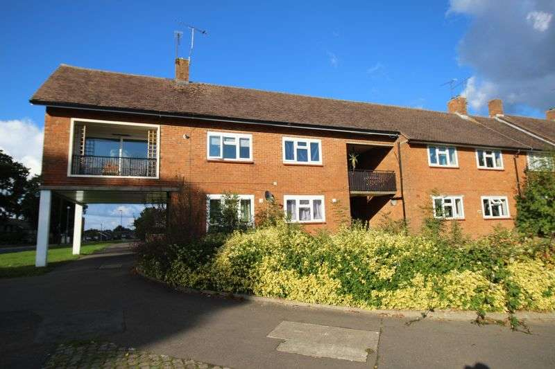 2 Bedrooms Flat for sale in Furnace Green, Crawley