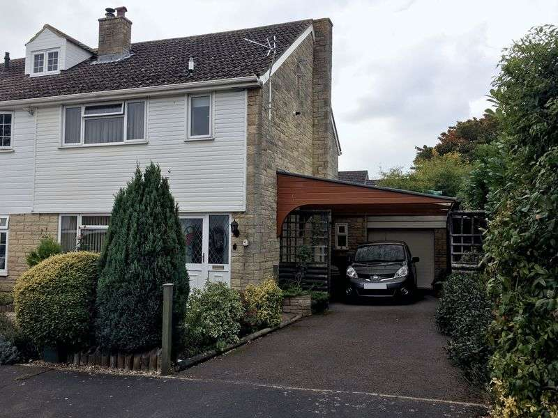 3 Bedrooms Semi Detached House for sale in Sellwood Drive, Carterton