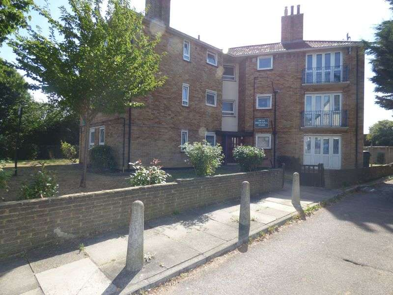 2 Bedrooms Flat for sale in Beech Hall Road, Highams Park