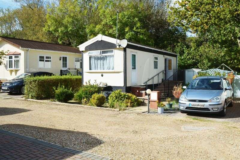 1 Bedroom Retirement Property for sale in Park home Redhill Park, Wimborne Road, Bournemouth
