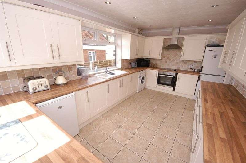 4 Bedrooms Detached Bungalow for sale in Church Road, Grafty Green