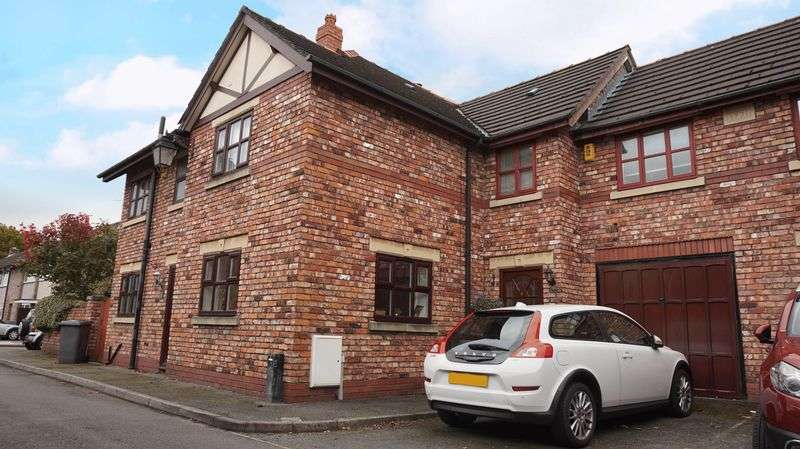3 Bedrooms House for sale in 6 Woodbine Road, Lymm