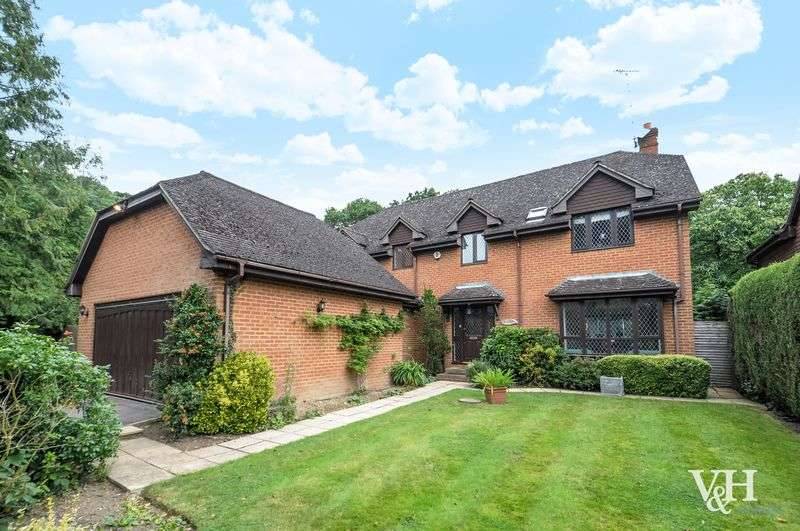 4 Bedrooms Detached House for sale in Woodend, Oxshott