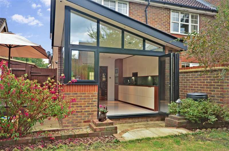 3 Bedrooms End Of Terrace House for sale in Cornflower Way, Southwater, West Sussex