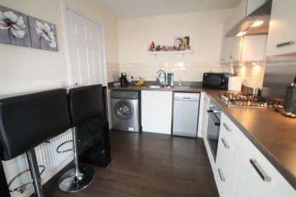 3 Bedrooms Semi Detached House for sale in Woodfoot Crescent, Glasgow