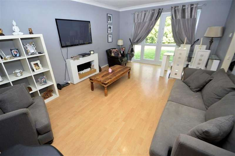 2 Bedrooms Flat for sale in The Plain, Epping