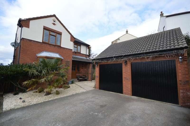 4 Bedrooms Detached House for sale in Headlands Park, Ossett