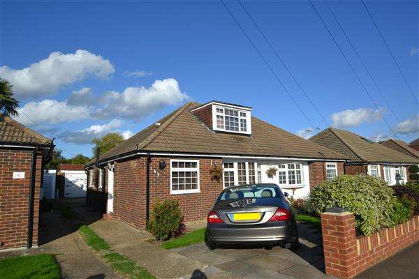 4 Bedrooms Bungalow for sale in Bedfont Close, Bedfont