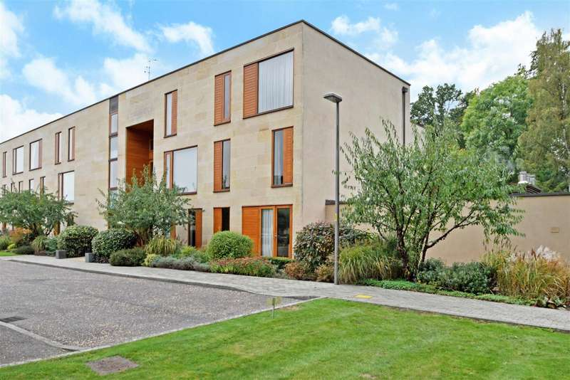 2 Bedrooms Flat for sale in Cliveden Gages, Cliveden Road, Taplow, SL6