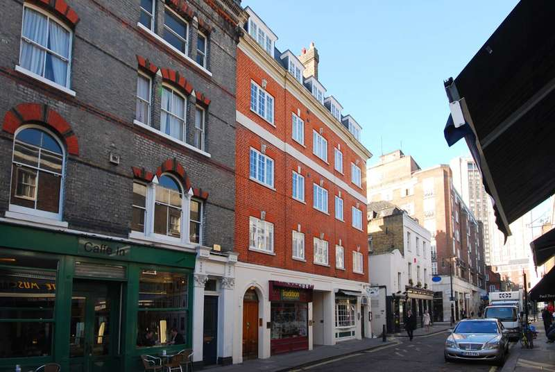 2 Bedrooms Flat for sale in Shepherd Street, Mayfair, W1J