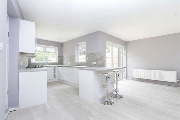 3 Bedrooms Semi Detached House for sale in Chatsworth Way, London