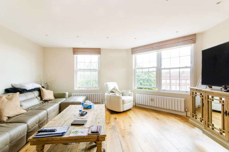 2 Bedrooms Flat for sale in Cockfosters Road, Cockfosters, EN4