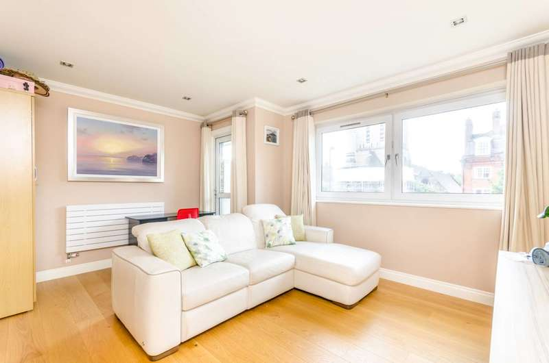 3 Bedrooms Flat for sale in Rickman House, Grove Street, Deptford, SE8