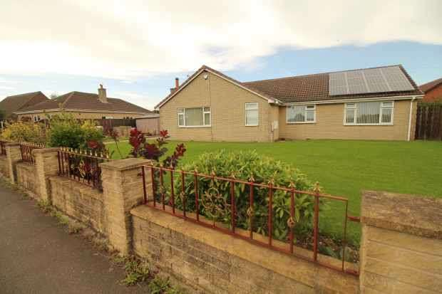 3 Bedrooms Detached Bungalow for sale in Oxcroft Lane, Bolsover, Chesterfield, S44 6DW