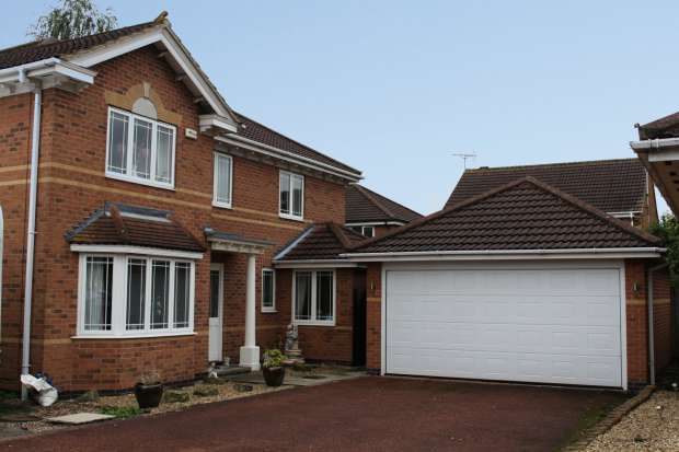 4 Bedrooms Detached House for sale in Ferndene Dr, Nottingham, Nottinghamshire, NG10 3RR