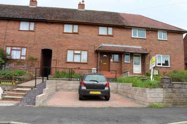 3 Bedrooms Terraced House for sale in Oak Avenue, Leek, Staffordshire, ST13 7HY