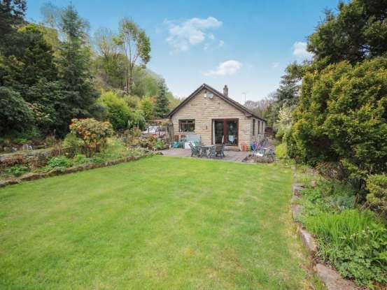 4 Bedrooms Detached Bungalow for sale in 1 Greenroyd Lane, Halifax, West Yorkshire, HX2 0TZ