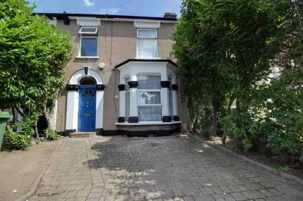 3 Bedrooms Terraced House for sale in Albany Road, London, Greater London, E12 5BE